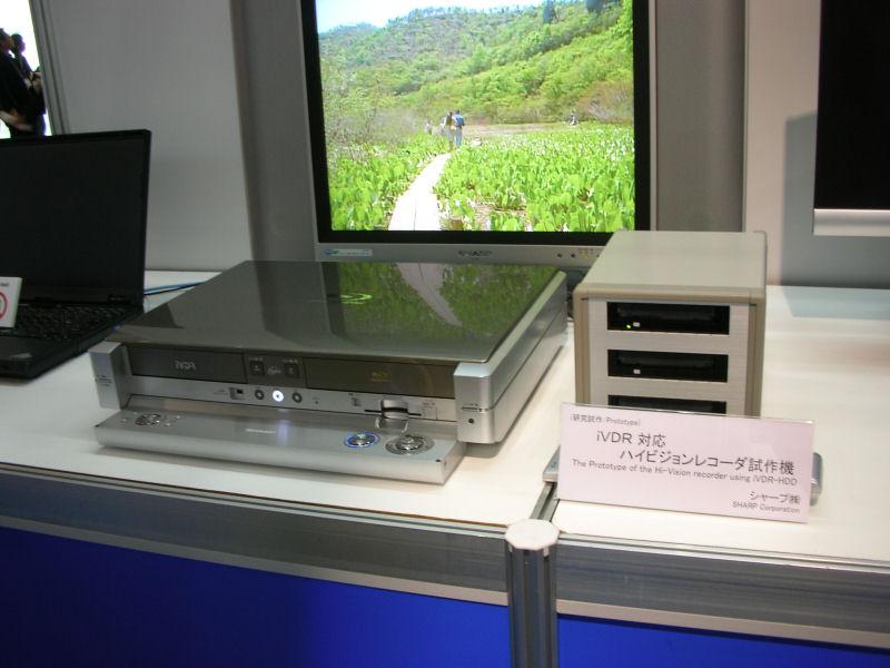Blu-rayとiVDRを搭載した試作品